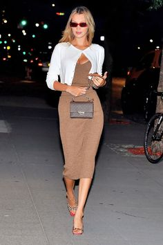 Bella Hadid Wore a Outfit With Summer's It Heels - Marina - Bella Hadid Wore a Outfit With Summer's It Heels Bella Hadid wearing Wandler shoes - Trend Fashion, Look Fashion, 90s Fashion, Fashion Outfits, Womens Fashion, Fashion Bella, Fall Fashion, Fashion Design, Bella Hadid Outfits