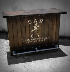Outdoor Pallet Bar, Wood Pallet Bar, Outdoor Restaurant Patio, Outdoor Patio Bar, Custom Home Bars, Bars For Home, Arte Bar, Industrial Home Design, Vintage Industrial