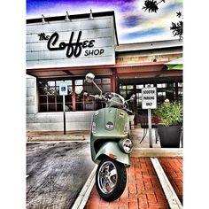 #vespaaz #vespa #vespas #vespaclub #vespamania #vespamaniacs #vespalovers #vespavita #piaggio #cafe #coffee #scooter #cafe