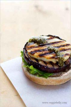Grilled Eggplant, Halloumi, and Pesto Burgers.I love halloumi cheese! Vegetarian Grilling, Grilling Recipes, Veggie Recipes, Vegetarian Recipes, Cooking Recipes, Healthy Recipes, Healthy Grilling, Barbecue Recipes, Barbecue Sauce