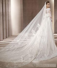 Love the looooong veil. Pretty! :) Even better if the front will be floor length. HAHA! **Photo not mine!