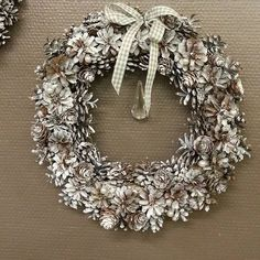 Jouluinen kranssi männynkävyistä ★ Chrismas #wreath is made of #pinecones ★…