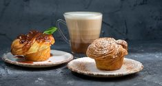 Cruffins by Greek chef Akis Petretzikis. A wonderful, quick and easy recipe to make buttery flaky and extremely delicious croissant-muffins known as cruffins! Greek Recipes, Raw Food Recipes, Cruffin Recipe, Confectionery Recipe, Maine, Greek Sweets, Processed Sugar, Vegan Sweets, Sweet Bread