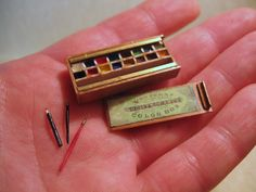 Miniature watercolors box tiny worl artisst painting set Deb Jackson beautiful watercolor box with sliding lid, brushes, pencil Miniature Crafts, Miniature Food, Miniature Dolls, Mini Things, Little Things, Crea Fimo, Tiny World, Tiny Treasures, Little Doll