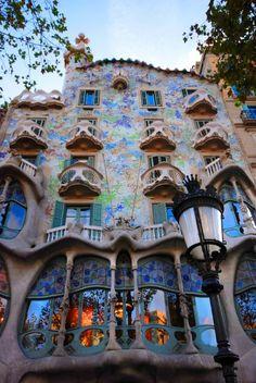 Casa Batllo. Imagem Cortesia de  http://www.lowcostholidays.com/