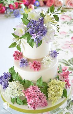 Cheerful wedding cake