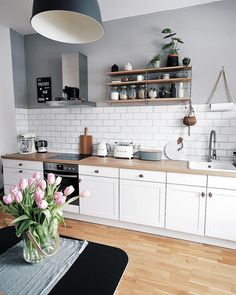 Inspiration // Jennifer Paro Inspiration // Jennifer Paro Kitchen Inspiration // Jennifer Paro The Perfect Scandinavian Style Home Inspiration cuisine - Oleotico ( Rustic Country Kitchens, Modern Farmhouse Kitchens, Farmhouse Kitchen Decor, Home Decor Kitchen, Interior Design Kitchen, Home Kitchens, Interior Plants, Interior Ideas, Kitchen Ideas