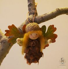 herbstdeko basteln naturmaterialien Make some pine cone fairies and elves to live in your house! Fall Crafts For Kids, Diy For Kids, Holiday Crafts, Crafts To Make, Pinecone Ornaments, Christmas Tree Ornaments, Angel Ornaments, Elves And Fairies, Fairy Crafts