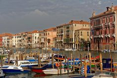 From Pescaria On the right side we see the Palazzo Fontana - François de Nodrest / Pantchoa - All rights reserved. Grand Canal, Italy Art, Italy Fashion, Venice Italy, Palaces, Animal Crossing, San Francisco Skyline, Places Ive Been, Boats