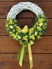 Belle couronne de printemps # poil # amour # style # beau # Maquillage - Lilly is Love Easter Wreaths, Christmas Wreaths, Christmas Decorations, Diy Spring Wreath, Spring Crafts, Wreath Crafts, Diy Wreath, Diy Ostern, Crafts Beautiful