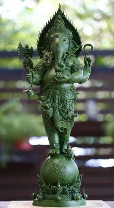 Buddha Sculpture, Sculpture Clay, Indian Temple Architecture, Ganesh Idol, Lord Ganesha Paintings, Buddha Painting, Hindu Deities, Hindu Art, Bone Carving