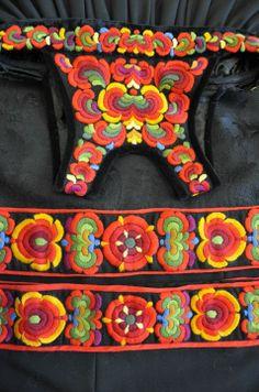 Festbunadsbroderi fra Øvre Hallingdal, Ål Folk Costume, Costumes, Ethnic Design, Folklore, Fiber Art, Fairy Tales, Textiles, Embroidery, Stitch