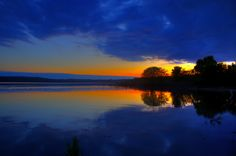 symetrical sunset by davedehetre, via Flickr