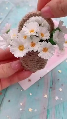 Cool Paper Crafts, Paper Flowers Craft, Paper Crafts Origami, Flower Crafts, Diy Flowers, Flower Diy, Handmade Flowers, Flower Paper, Fabric Flowers