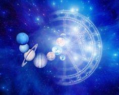 Astrólogo João Acuio comanda palestra voltada a simpatizantes da astrologia.