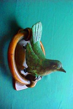 bird door knocker <3