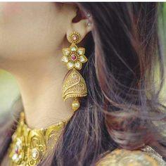 Gold Jewelry Simple, Stylish Jewelry, Luxury Jewelry, Fashion Jewelry, Women's Fashion, Fashion Earrings, Affordable Jewelry, Gold Jhumka Earrings, Gold Diamond Earrings