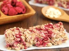 An easy recipe for healthy Chewy Raspberry Apple Granola Bars! Only 100 calories & clean-eating friendly! 100 Calorie Desserts, Healthy Dessert Recipes, Healthy Baking, Gourmet Recipes, Healthy Snacks, Fun Recipes, Recipies, Low Carb Protein Bars, Protein Cake