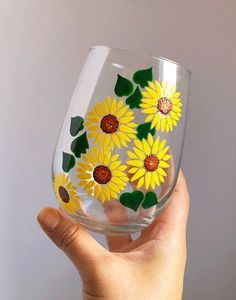 Hand Painted Wine Glass Draw everything you see. Painting Glass Jars, Painted Glass Bottles, Glass Painting Designs, Pottery Painting Designs, Painted Jars, Bottle Painting, Decorated Bottles, Painting On Mugs, Glass Painting Patterns