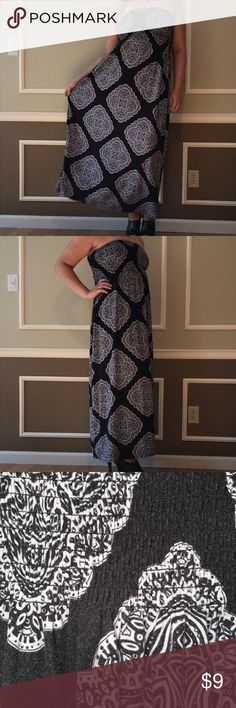 Strapless Maxi Dress The most comfortable dress I have ever owned. Elastic stretch bust and floor length Maxi skirt make this dress feel like nothing is there 😳. Gorgeous pattern is very flattering. I wore this dress only a few times on vacation. Perfect for a hot summer day or for a swim suit cover up. Feel free to make me an offer ☺️ Faded Glory Dresses Maxi