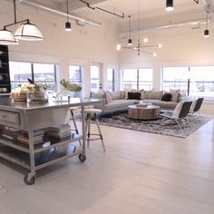 A basic loft becomes an industrial modern dream home. A simple loft becomes an industrial, modern dream house. House Design, Home, New Kitchen Diy, Modern House, House Interior, Minimalist Home Decor, Home Interior Design, Interior Design, Living Room Designs