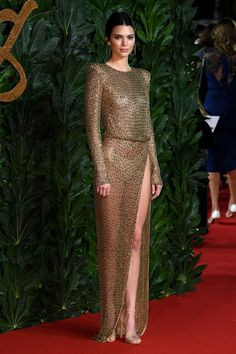 Kendall Jenner who is known for her bizarre choice of outfits once again stunner the Kendall Jenner Outfits, Kendall And Kylie Jenner, Sexy Outfits, Sexy Dresses, Fashion 2020, Girl Fashion, British Fashion Awards, Jolie Lingerie, Hot Dress