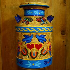milk cans are neat Antique Milk Can, Vintage Milk Can, Vintage Milk Bottles, Vintage Metal, Painted Milk Cans, Old Milk Cans, Milk Churn, Tin Containers, Tole Painting