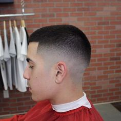 Gradient fade – the millimeter style - Mode et Beaute Best Fade Haircuts, Short Fade Haircut, High And Tight Haircut, Haircuts For Men, Short Hair Cuts, Short Hair Styles, Mens Slicked Back Hairstyles, Mens Hairstyles 2018, Cool Hairstyles
