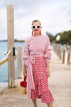 Today we are dispelling the fashion myth that red and pink can't be worn together. There are so many ways to style red and pink outfits & I'll show you how! Diy Outfits, Stylish Outfits, Summer Outfits, Fashion Outfits, Womens Fashion, Mode Chic, Mode Style, Spring Fashion Trends, Spring Summer Fashion