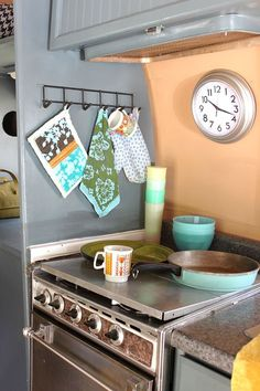 gray wall: nice. hanging thingys: nice.  this is just like our little stove corner.