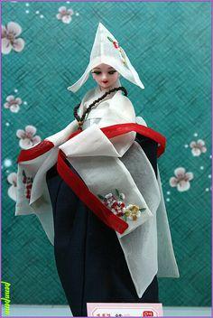 한복 Hanbok : Korean traditional clothes[dress] The Beauty of #Hanbok Costumed Dolls