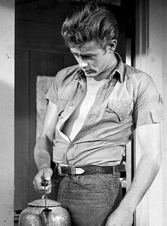 James Dean oh, my. Hollywood Stars, Classic Hollywood, Old Hollywood, James Dean Photos, James Dean Style, Actor James, Film Serie, Star Wars, American Actors