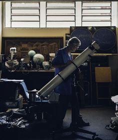 """(Foto: Vicente França) Apesar do trabalho quase anônimo, Riedel é reverenciado pela comunidade científica brasileira. """"Infelizmente, não existe a cultura de olhar o céu no país"""", diz Alberto Ardila, do Laboratório Nacional de Astrofísica"""