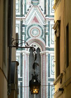 The first picture I've seen that captures the colors!  Firenze, scorcio del Duomo