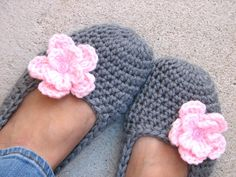 Crochet Women Slippers - Grey with pink Flower,
