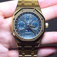 Audemars Piguet is all about Yellow Gold this year, and the standout offering with this well-loved precious metal has to be the Royal Oak Perpetual Calendar, at 41mm, and featuring indications for day, date, month and astronomical moon.  #audemarspiguet #ap #diamondfury #wristshot #sihh2016 #revolutionwatch #wristshot #finewatches #swisswatches #lebrassus #yellowgold #gold #want #perpetualcalendar