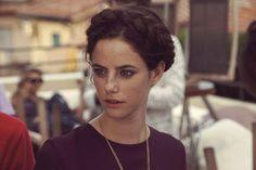 Kaya Scodelario protagoniza websérie da marca Salvatore Ferragamo