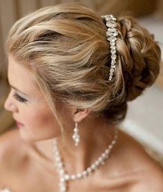 fonott menyasszonyi frizurák - fonott konty