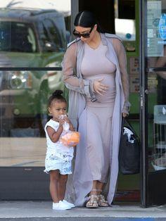 Kim Kardashian Photos - Kim and Kourtney Kardashian Take Their Kids to a Birthday Party - Zimbio Kardashian Photos, Kardashian Family, Kardashian Style, Kardashian Jenner, Kourtney Kardashian, Kardashian Fashion, Kim And Kourtney, Kim And Kanye, North West Kim Kardashian