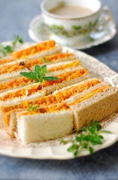CURRIED CARROT, MINCEMEAT & CHEDDAR TEA SANDWICH [UK, Modern] [chindeep]