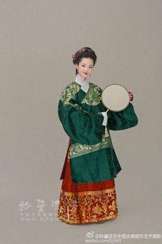粉黛流芳中国古典服饰艺术摄影的微博_微博 Chinese Traditional Costume, Traditional Fashion, Traditional Outfits, Historical Costume, Historical Clothing, Chinese Drawings, Chinese Clothing, Ancient China, Chinese Culture