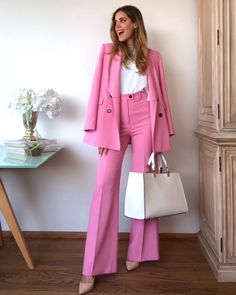 pink outfit video woman suits Source by nananaazmi Fashion pink Rosa Blazer Outfits, Pink Outfits, Classy Outfits, Stylish Outfits, Blazer Fashion, Suit Fashion, Fashion Outfits, Pink Suits Women, Rosa Style