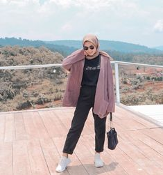 Hijab Style Outfit Of The Day(ootd) 2020 Muslimah Indonesia Modern Hijab Fashion, Street Hijab Fashion, Hijab Fashion Inspiration, Muslim Fashion, Casual Hijab Outfit, Ootd Hijab, Casual Outfits, Cute Outfits, Ootd Poses