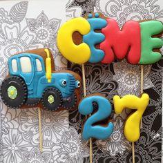 Ещё один большой мальчик Семушка получит в подарок торт украшеный весёлыми топперами. И трактор тут не просто так😉. Надеюсь, оценил😁. . А все детские можно посмотреть здесь👉🏻#usmarianna_babycookies 👈🏻 #сладкийстол #сладкийподарок #детскийпраздник #chelyabinsk #челябинск #пряникиназаказ #пряникичелябинск #cookies #galetasdecoradas #gingerbread #gingerbreadcookie #icedcookies #подарокчелябинск #комплимент #babyshowercookies