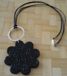 pendentif fleur noire