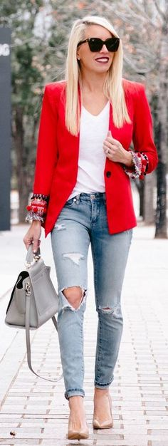 #winter #fashion / Red Blazer / White Tee / Destroyed Skinny Jeans / Grey Leather Tote Bag