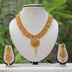 Largest online marketplace for unique Indian products with more than jewellery, sarees, salwar suits and handmade and natural products. It is ETSY of India. Gold Earrings Designs, Gold Jewellery Design, Necklace Designs, Gold Designs, Real Gold Jewelry, Gold Jewelry Simple, Diamond Jewelry, Gold Plated Necklace, Gold Necklaces