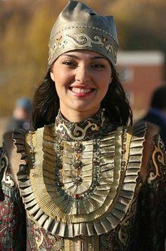 RUSSIA - Tatar beauty, Turkic-speaking people living primarily in Russia. Costume Tribal, Folk Costume, Costume Ethnique, Beautiful People, Beautiful Women, Costumes Around The World, Beauty Around The World, Samara, Ethnic Fashion