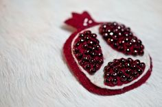 Garnet Pomegranate Brooch von hedgehogandrabbit auf Etsy