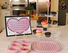 cupcake birthday party.  Cupcake decorating station! by Leticia A.